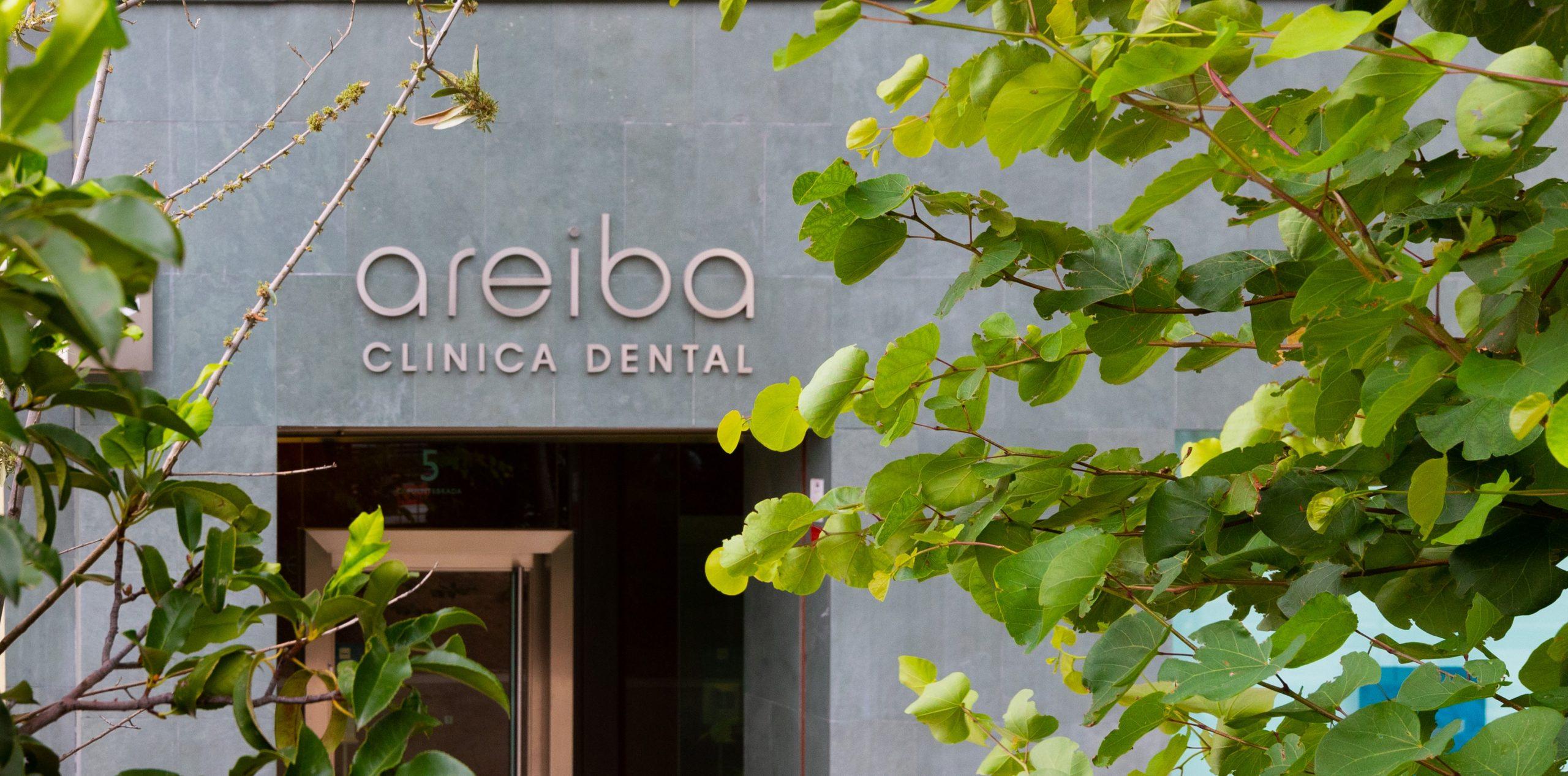 Fachada de la Clínica Dental Areiba